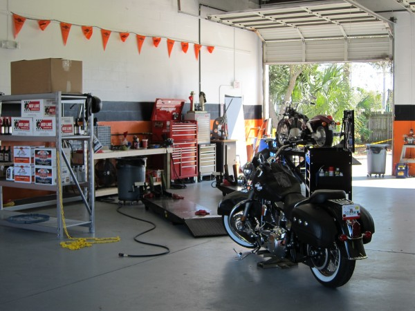 r d motorcycles certified master technician harley davidson repair in tampa fl 727 785 1324. Black Bedroom Furniture Sets. Home Design Ideas